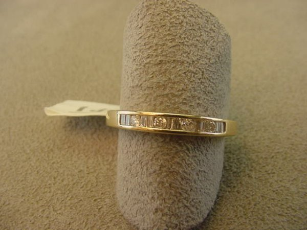 8146: 10K GOLD ROUND AND BAGUETTE DIAMOND RING