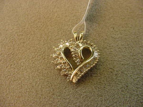 9006: 10K GOLD DIAMOND HEART PENDANT