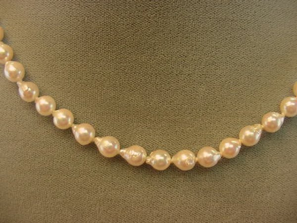 9017: 17 INCH STRAND BAROQUE CULTURED PEARLS