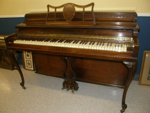 1069: AOLIAN FRENCH STYLE SPINET PIANO