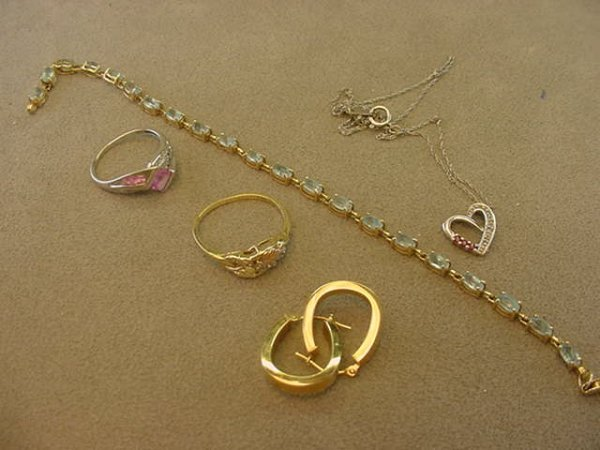 3009: BAG OF ASSORTED GOLD JEWELRY