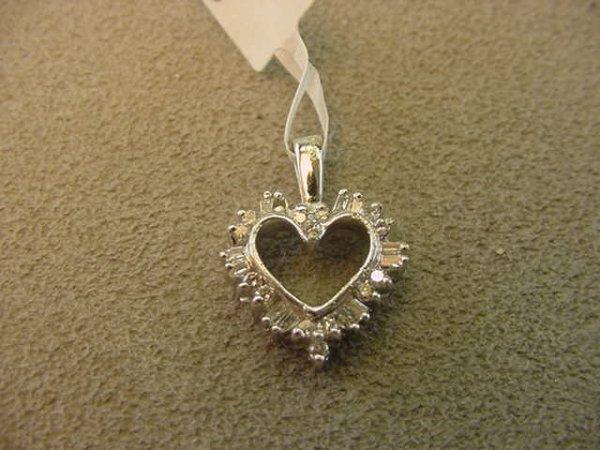 3022: 14K WHITE GOLD DIAMOND HEART PENDANT