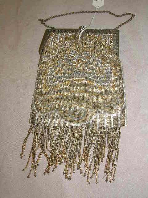 4009: BEADED PURSE WITH METAL FRAME