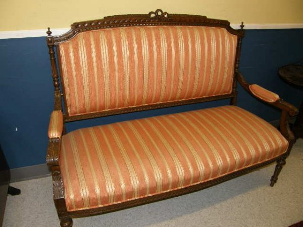 4018: CARVED AND UPHOLSTERED MOHAGANY SETTEE