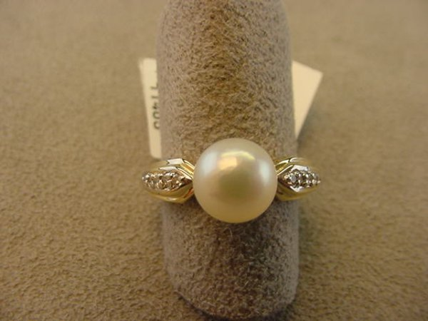 6003: 14K GOLD PEARL AND DIAMOND RING