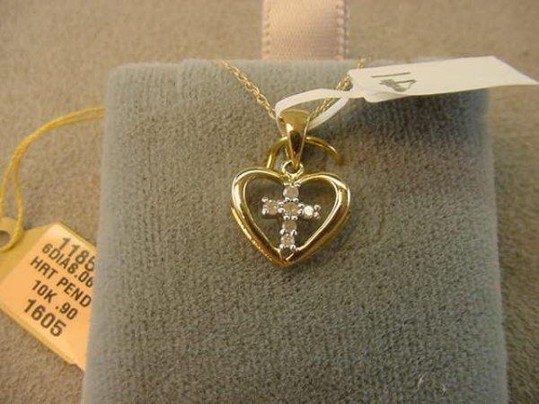 6004: 10K GOLD DIAMOND HEART PENDANT ON 10K GOLD CHAIN