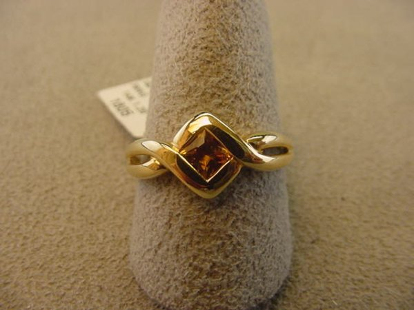 6005: 1 14K GOLD RING SET WITH 1 CITRINE SIZE 6 1/4
