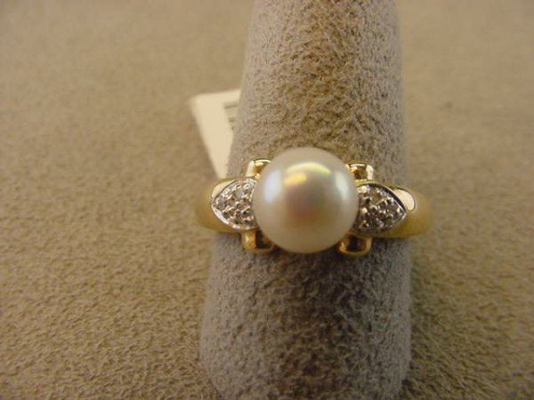6007: 14K GOLD PEARL AND DIAMOND RING