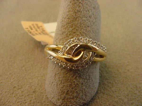 6019: 1 10K GOLD RING SET WITH 32 DIAMONDS SIZE 7