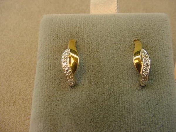 6020: 10K GOLD DIAMOND EARRINGS