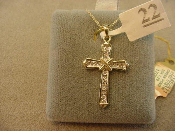6022: 10K GOLD DIAMOND CROSS PENDANT