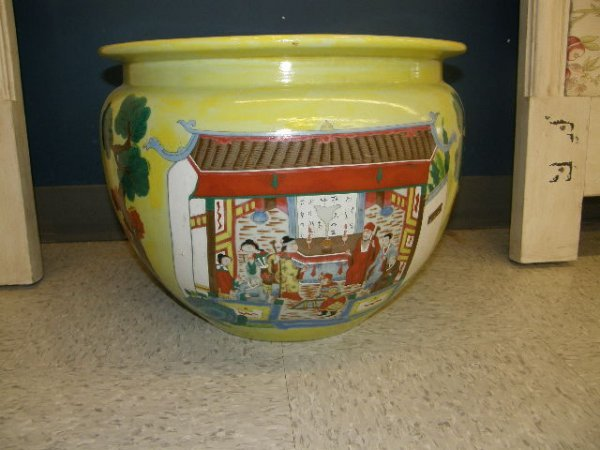 8024: LARGE ORIENTAL PORCELAIN PLANTER
