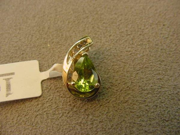1010: 14K GOLD PERIDOT AND DIAMOND HINGED PENDANT