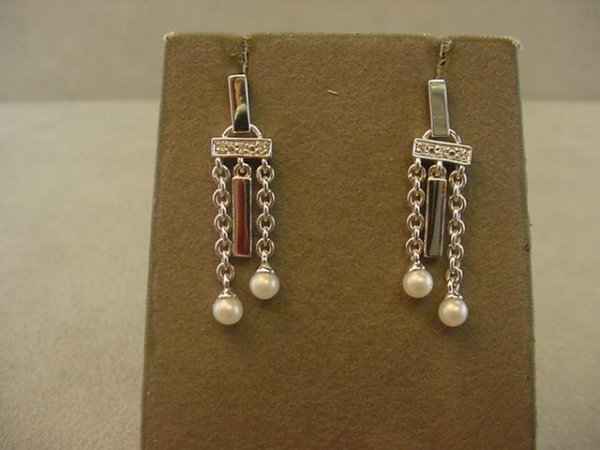 1013: 14K WHITE GOLD PEARL AND DIAMOND EARRINGS