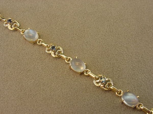 4006: 14K GOLD MOONSTONE AND BLUE SAPPHIRE BRACELET