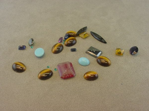4017: GROUP OF UNSET STONES -TIGER EYE, ONYX, ETC.