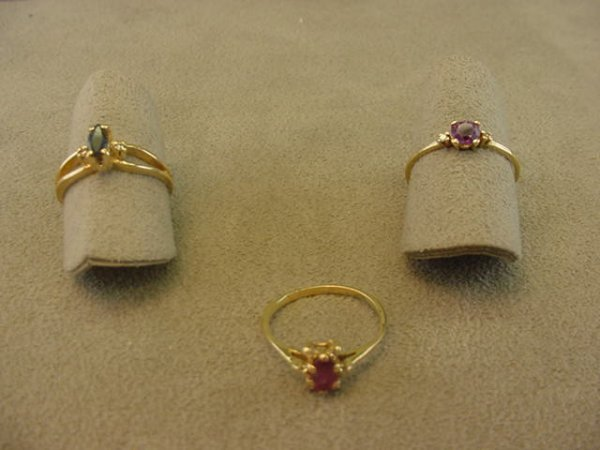 4023: 3 GOLD RINGS SET WITH AMETHYST, DIAMOND, RUBY,ETC