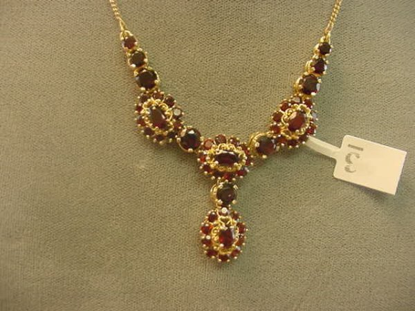 1003: 1 16 INCH 14K GOLD NECKLACE SET WITH GARNETS