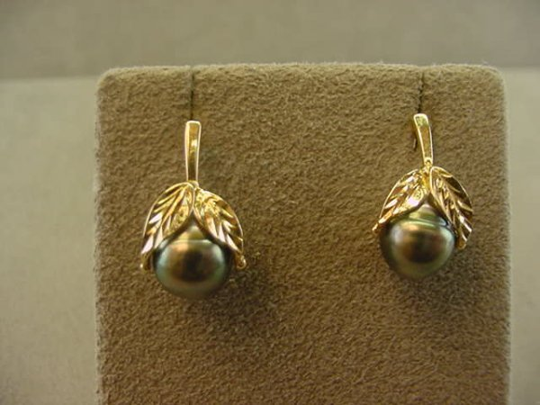 1006: 14K GOLD BAROQUE DYED PEARL EARRINGS