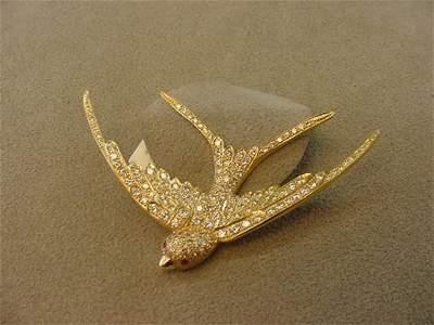 1343: 18K GOLD RUBY AND DIAMOND BIRD DESIGN PIN