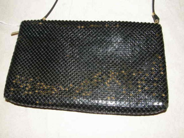 4005: WHITING & DAVIS BLACK MESH CLUTCH WITH STRAP