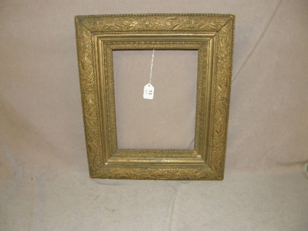 4013: ANTIQUE FLORAL DESIGN FRAME