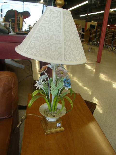 4022: PAINTED TOLE LAMP WITH MADE IN ITALY TAG
