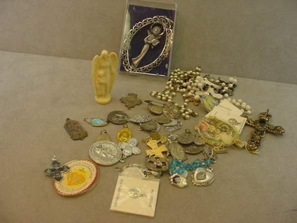 5172: BAG OF RELIGIOUS PENDANTS, ETC, SOME STERLING