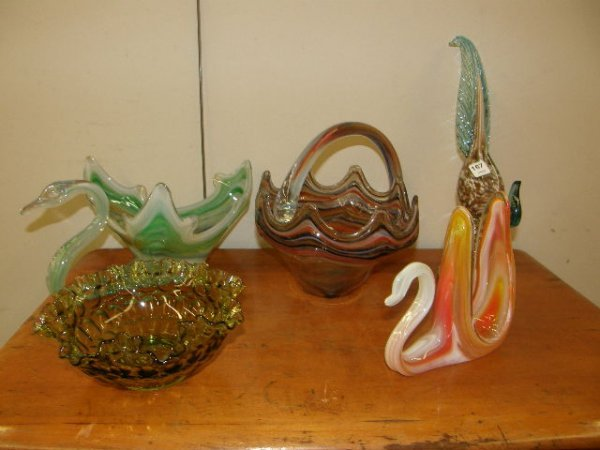 5167: 5 PIECES GLASS -1 FENTON BOWL AND 4 ART GLASS