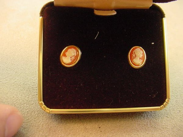 6013: 14K GOLD CAMEO PIERCED EARRINGS