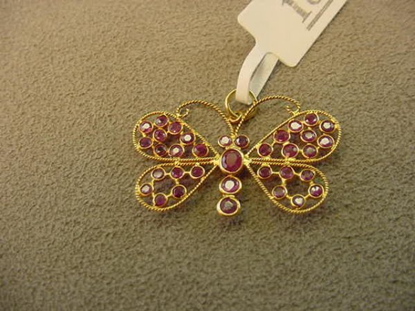 6018: 18K GOLD RUBY BUTTERFLY PENDANT