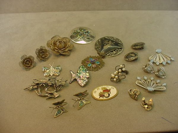 6023: BAG OF ASSORTED SILVER AND STERLING PINS, ETC
