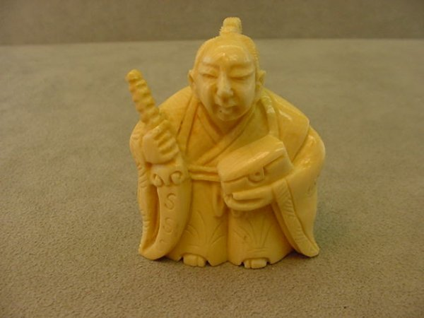 7022: SIGNED CARVED IVORY NETSUKE