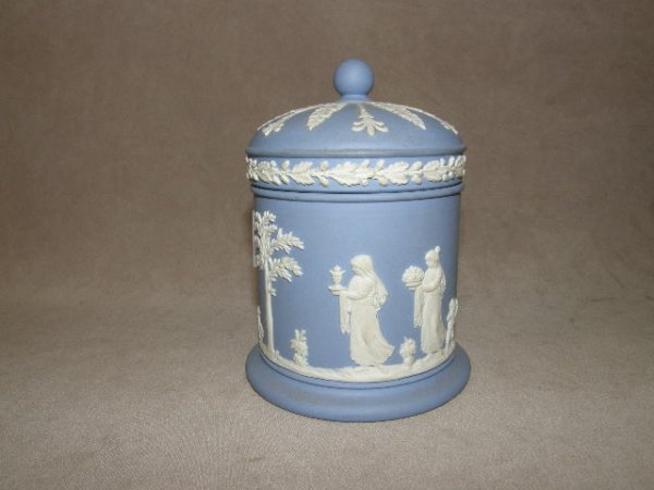 7002: WEDGWOOD COVERED CONTAINER
