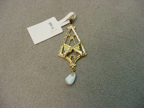 1001: 10K GOLD SEED PEARL LAVALIERE -RIFLES