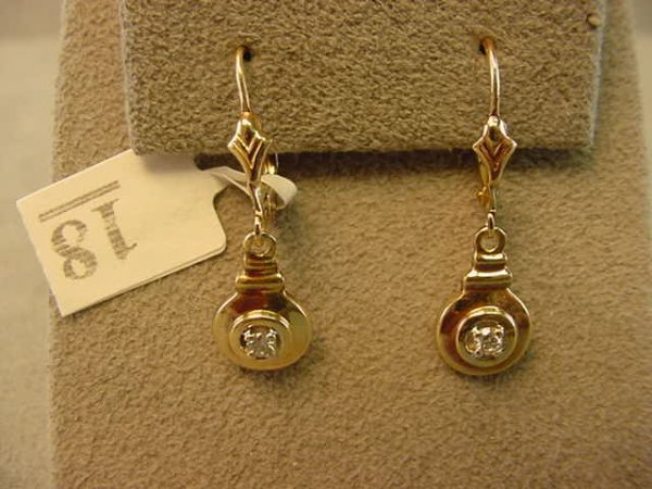 1018: 14K GOLD DIAMOND EARRINGS