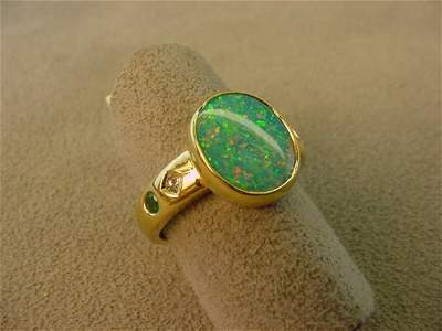 1253: 18K GOLD OPAL, DIAMOND AND EMERALD RING