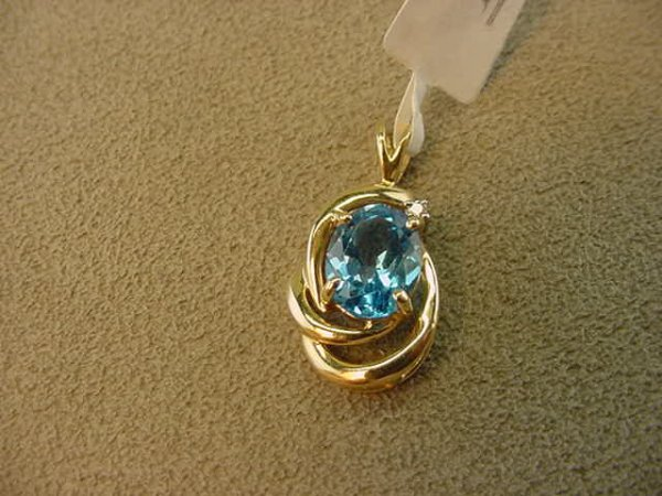 3016: 14K GOLD BLUE TOPAZ AND DIAMOND PENDANT