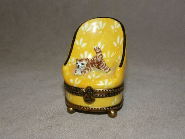 4005: LIMOGES HINGED COVERED TRINKET BOX-CAT IN CHAIR