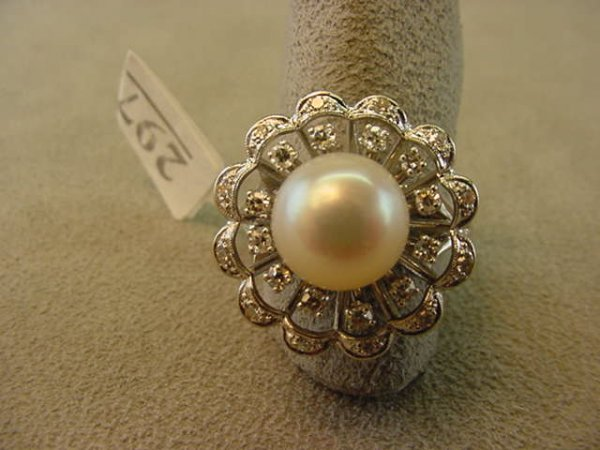 5297: 14K WHITE GOLD PEARL AND DIAMOND RING