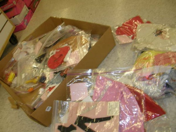 7380: BOX OF VINTAGE BARBIE, ETC OUTFITS & ACCESS