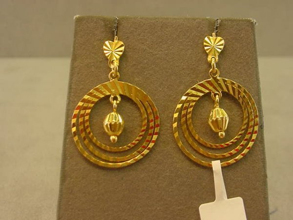 8004: 18K GOLD PIERCED EARRINGS