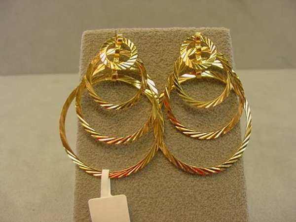8005: 18K GOLD PIERCED EARRINGS