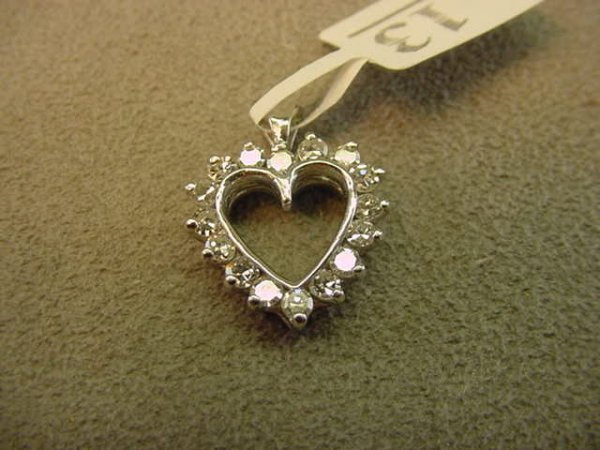 8013: 14K WHITE GOLD DIAMOND HEART PENDANT