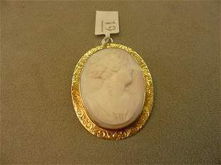CARVED SHELL CAMEO IN 14K GOLD MOUNT