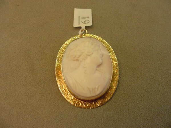 8019: CARVED SHELL CAMEO IN 14K GOLD MOUNT