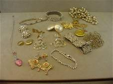 8329 GROUP OF VINTAGE COSTUME JEWELRY