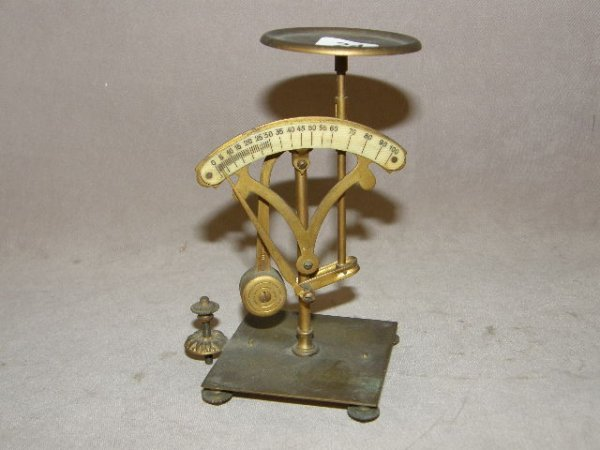 1024: ANTIQUE SMALL BALANCE SCALE