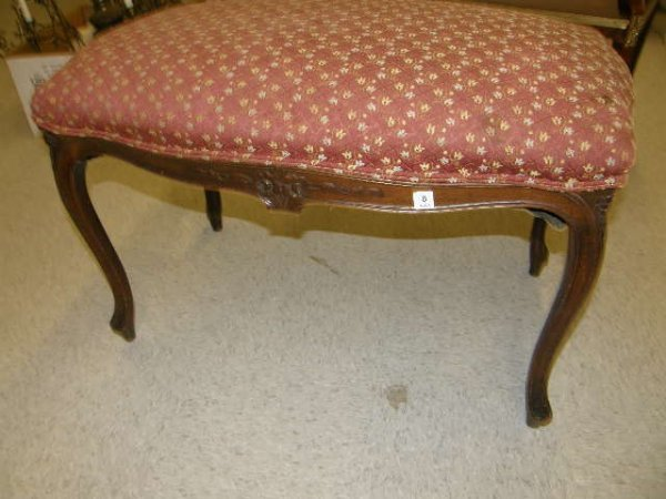 1008: CARVED AND UPHOLSTERED FRENCH STYLE BENCH