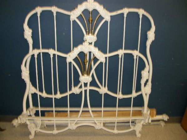1270: PAINTED IRON BED WITH BRASS TRIM WITH RAILS